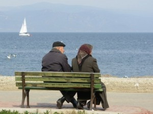 old_couple_and_the_sea_by_atc61